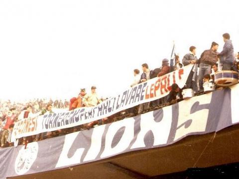 Ecco lo striscione anti Verona esposto dai Blue Lions nel prepartita di Napoli-Torino del 2 marzo 1986