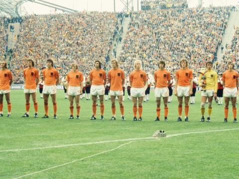 L'Olanda che giocò la finale dei Mondiali del '74: Rudy Krol è il secondo da sinistra