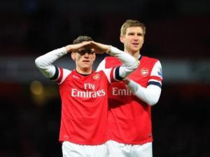 La coppia di difensori centrali che Wenger dovrebbe schierare contro il Napoli: Laurent Koscielny e Per Mertesacker